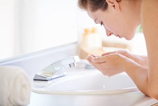 Acne? Confira dicas e rotinas para deixar sua pele mais saudável.